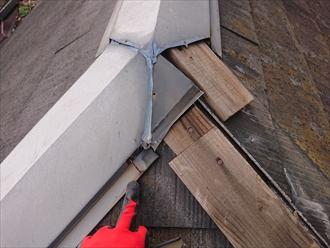 横浜市金沢区並木にて築20年一度もメンテナンスをしていなかったスレート屋根、強風の影響にて棟板金が下地材ごと飛散してしまいました