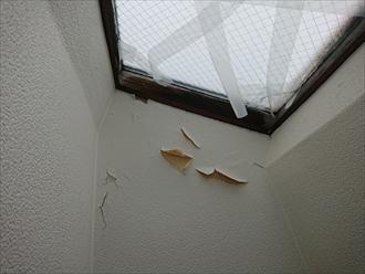 室内から雨漏りを確認