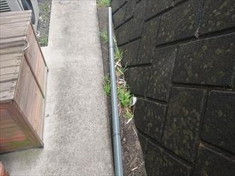 丸い筒の雨樋は竪樋のことでした