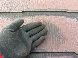 横浜市都筑区荏田南で劣化した塗膜の調査、屋根塗られた塗膜もチョーキングが起こります