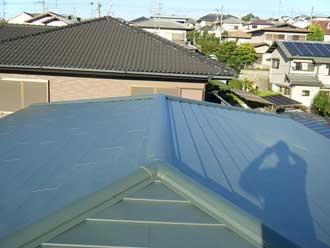 コロニアル屋根の屋根カバー工法 金属屋根材カレッセ設置