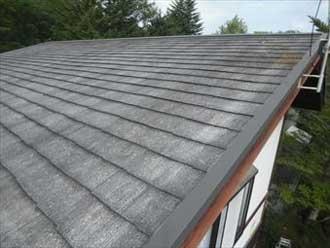 表面が劣化したコロニアル屋根