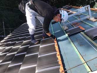 屋根葺き替え工事 瓦設置