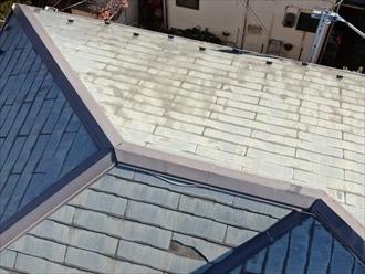 表面が劣化しているスレート屋根