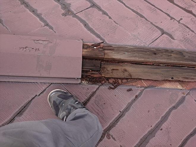 雨水が回って貫板が腐食しています
