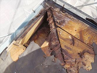 雨漏りによる屋根版の腐食