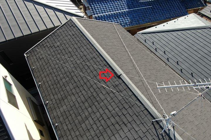 ドローンで屋根に近づいて調査を行います