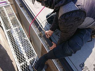 屋根材の葺きつけにも大切な軒先水切りもしっかり取付けます
