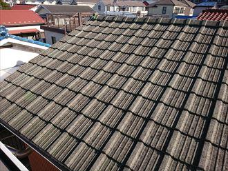 横浜市磯子区磯子台にて屋根の調査、塗装が剝がれ劣化したセメント瓦の屋根は金属屋根への葺き替えがおすすめです