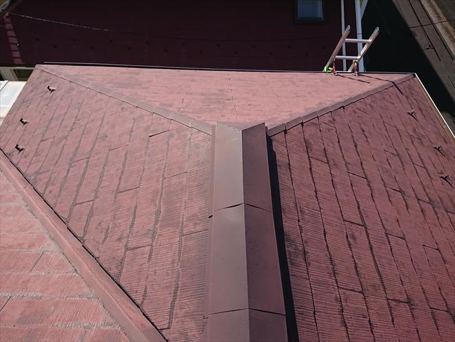 スレート屋根は塗装でのメンテナンスが一般的ですが傷みすぎると屋根工事が必要