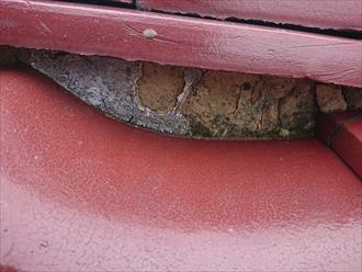 漆喰の剥がれは雨漏りに繋がります