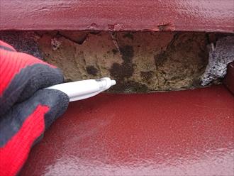 横浜市旭区都岡町にて漆喰が剥がれ棟が崩壊した瓦屋根調査、雨漏りが酷く瓦桟も腐食しており瓦が飛散しそうな状態でした