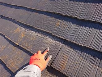 途中で屋根の勾配が緩くなる谷折れ屋根