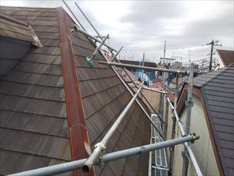 屋根足場があると屋根の作業がしやすくなります