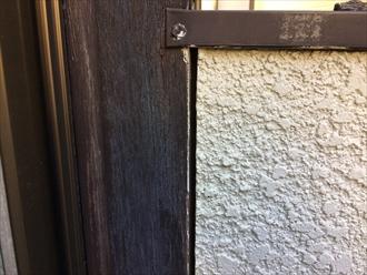 バルコニーの手摺壁に怪しい隙間