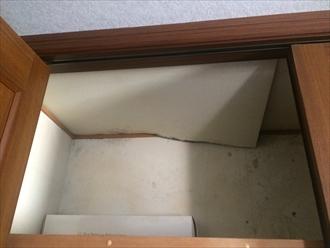 雨漏りでクローゼットの天井が抜けた