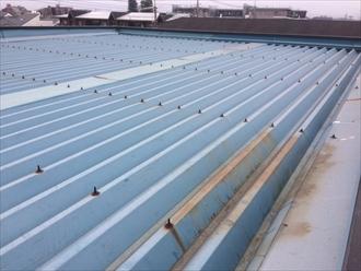 錆び出している折板屋根