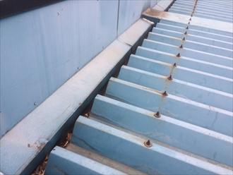 折板屋根のボルトが錆びている
