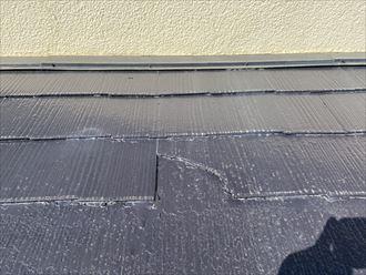スレートが欠落したままに塗装がされています