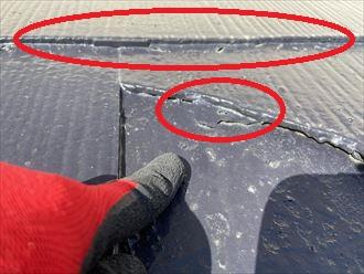 塗装が屋根材同士の隙間を埋めてしまっています