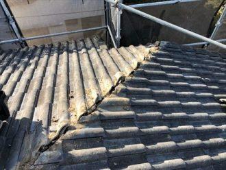 セメント瓦の屋根も棟のメンテナンスが必要