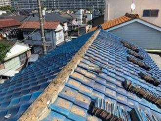 盛り土と熨斗瓦を撤去した棟積み直し工事の様子