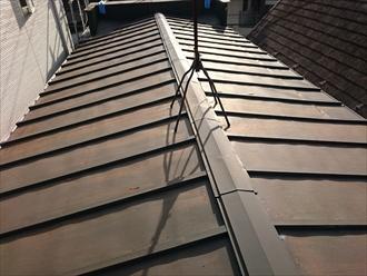 雨漏りしている瓦棒葺き屋根