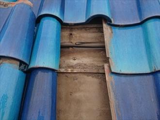 瓦の下は劣化した防水紙