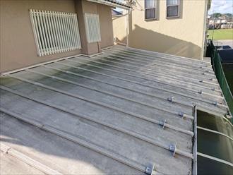 下屋のトタン屋根