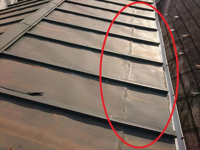 増築した部分は屋根材が継ぎ足してあります