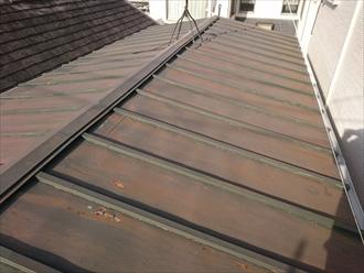 シンプルな瓦棒葺き屋根