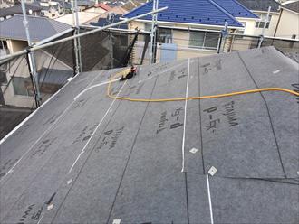 屋根カバー工法 防水紙設置