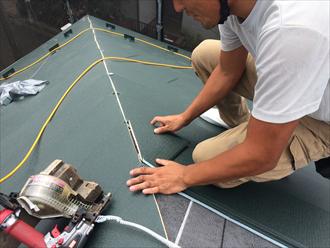 屋根カバー工法 スーパーガルテクトを設置