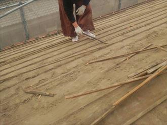 屋根材を撤去し桟木の除去