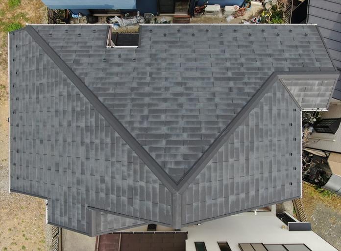 スレート屋根の全体をドローンで点検