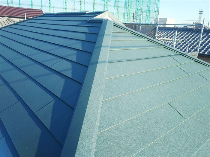 ガルバリウム鋼板での屋根カバー工法