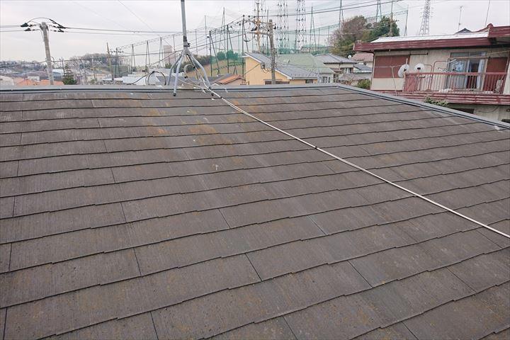 スレート屋根がオレンジ色になっているところがあります