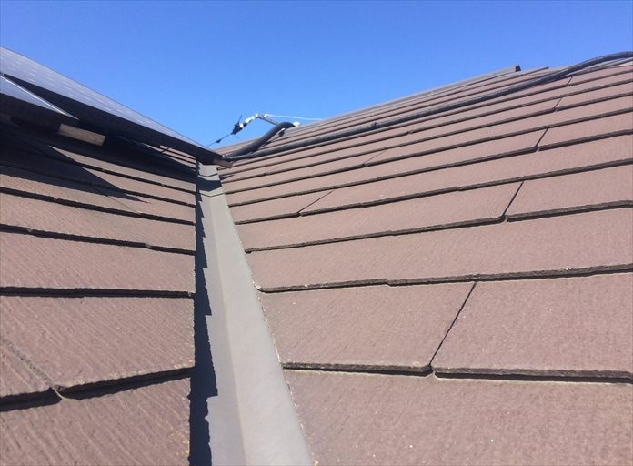 スレート屋根の点検で傷み具合を確認