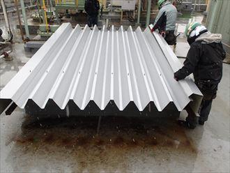 折板屋根の凹凸