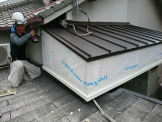 庇の補修の様子
