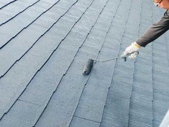 コロニアルの屋根塗装の様子