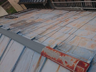 塗装をしないと錆びやすい金属屋根材
