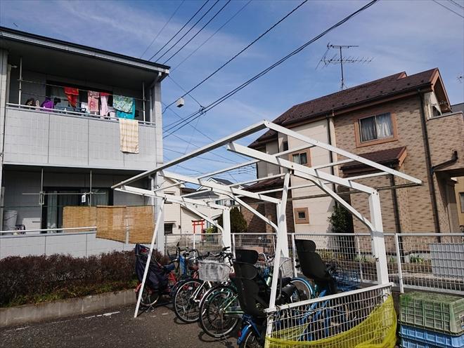 飛ばされた駐輪場の屋根