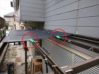 横浜市港北区大倉山にて強風の影響でポリカ波板が割れて飛散、飛散しなかった部分も固定が緩くなっている時は全部交換しておきましょう