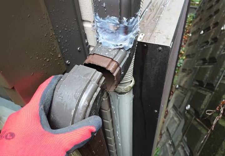高座郡寒川町倉見にて雨樋からの水漏れをきっかけに現地調査を実施