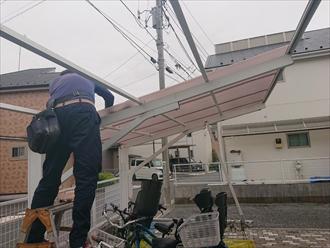 川崎市多摩区生田で強風で飛ばされた駐輪場の屋根をポリカーボネートで張り替えます