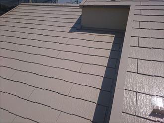 ブラウンに塗装したスレート屋根