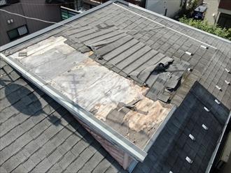 屋根裏部屋から見えていた光の原因は屋根材のめくれでした