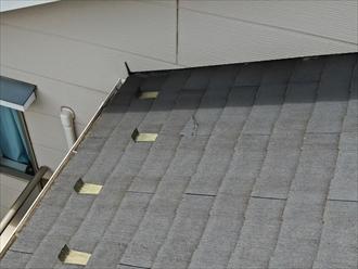 横浜市港南区下永谷でスレート屋根の調査、板金が外れてスレートが破損しておりました