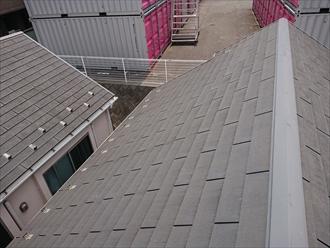 端部がストレートで、スリットがあるノンアスベスト屋根材